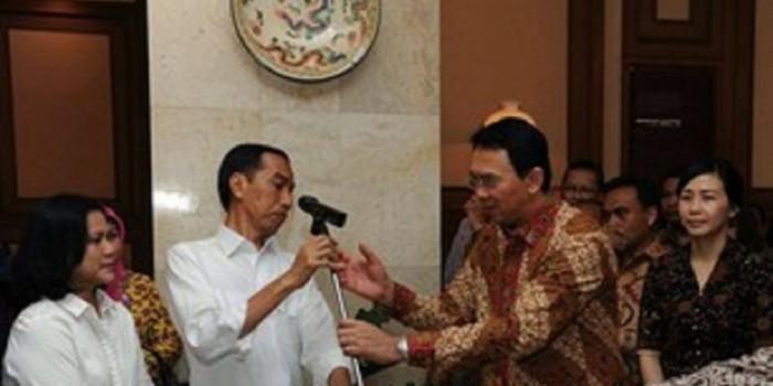 Kala Ahok Membantu Jokowi Pasang Mikrofon