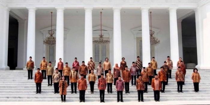"Jelang 100 Hari Pemerintahan, Jokowi Diminta Buka Ruang ""Reshuffle"""