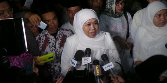 """Beri Rokok ke Suku Anak Dalam, Mensos Minta Publik Tak Pakai """"Kacamata Jakarta"""""""