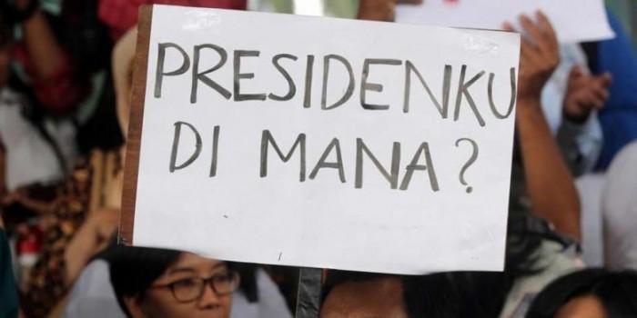 "Senja Kala Bulan Madu Jokowi-""Netizen"""