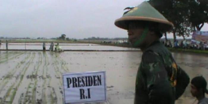 Batal ke Sawah, Jokowi Kecewakan Warga yang Menanti di Tengah Hujan