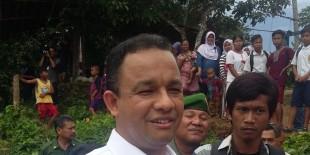 Blusukan ke Kampung Matematika di Bogor, Menteri Anies Cicipi Jajanan Warga