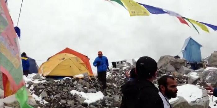 Video Terjangan Longsor Everest Beredar di YouTube