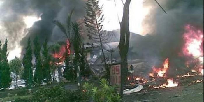 Satu Korban Jatuhnya Pesawat Hercules TNI AU di Medan Dibawa Ambulans
