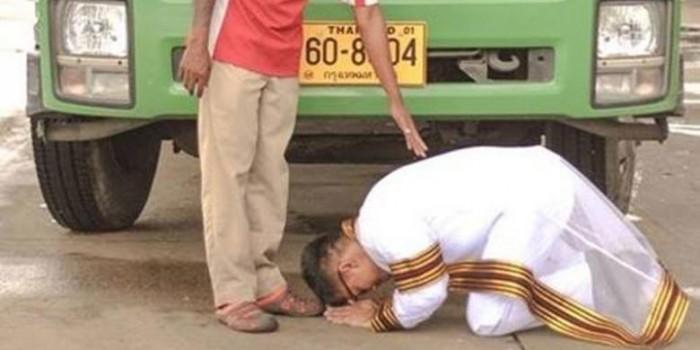 Lulus dari Kampus Top di Thailand, Anak Sopir Truk Sujud di Kaki Sang Ayah