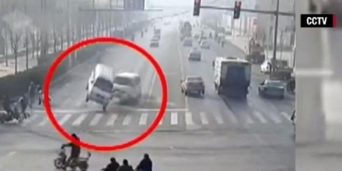 """Misteri """"Mobil Melayang"""" di China Terungkap"""