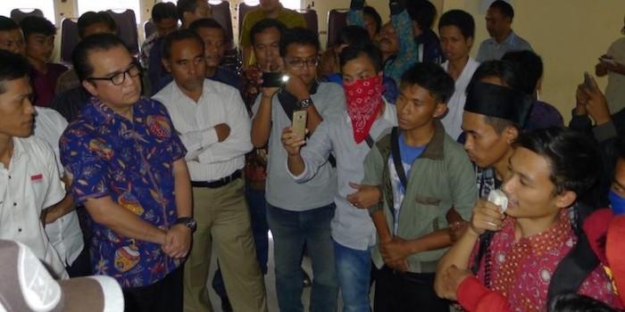Demonstran Usir Tantowi Yahya dari Kampus IAIN Sultan Maulana Hasanuddin