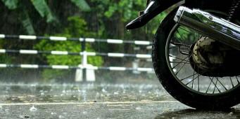 Jaga Tekanan Ban Motor Saat Musim Hujan
