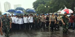 Payung Biru Itu dan Tagar #Jokowi212 yang Merajai Mayantara
