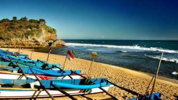 Selama Libur Lebaran, 581 Wisatawan Tersengat Ubur-ubur di Pantai Baron