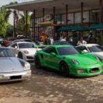 Puluhan Pemilik Porsche Melancong ke Cirebon