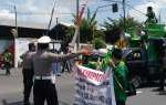 Demo Ratusan Buruh Macetkan Jalan Penghubung Gresik-Surabaya
