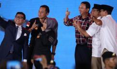 Pasangan calon gubernur dan wakil gubernur DKI Jakarta 2017, Agus Harimurti Yudhoyono-Sylviana Murni, Basuki Tjahaja Purnama (Ahok)-Djarot Saiful Hidayat, dan Anies Baswedan-Sandiaga Uno mengikuti debat ketiga calon gubernur dan wakil gubernur DKI Jakarta 2017 yang diselenggarakan Komisi Pemilihan Umum Provinsi DKI Jakarta di Hotel Bidakara, Jakarta, Jumat (10/2/2017). Debat yang terdiri dari enam segmen ini meiliki subtema pemberdayaan perempuan, perlindungan anak, anti-narkotika, dan kebijakan untuk disabilitas.
